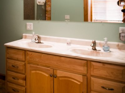 Caribou Double sinks, Shower